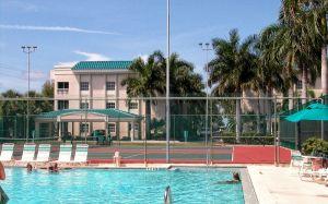 pool&tennisbeachside
